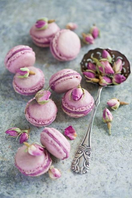Radiant Orchid macarons | KitchAnn Style