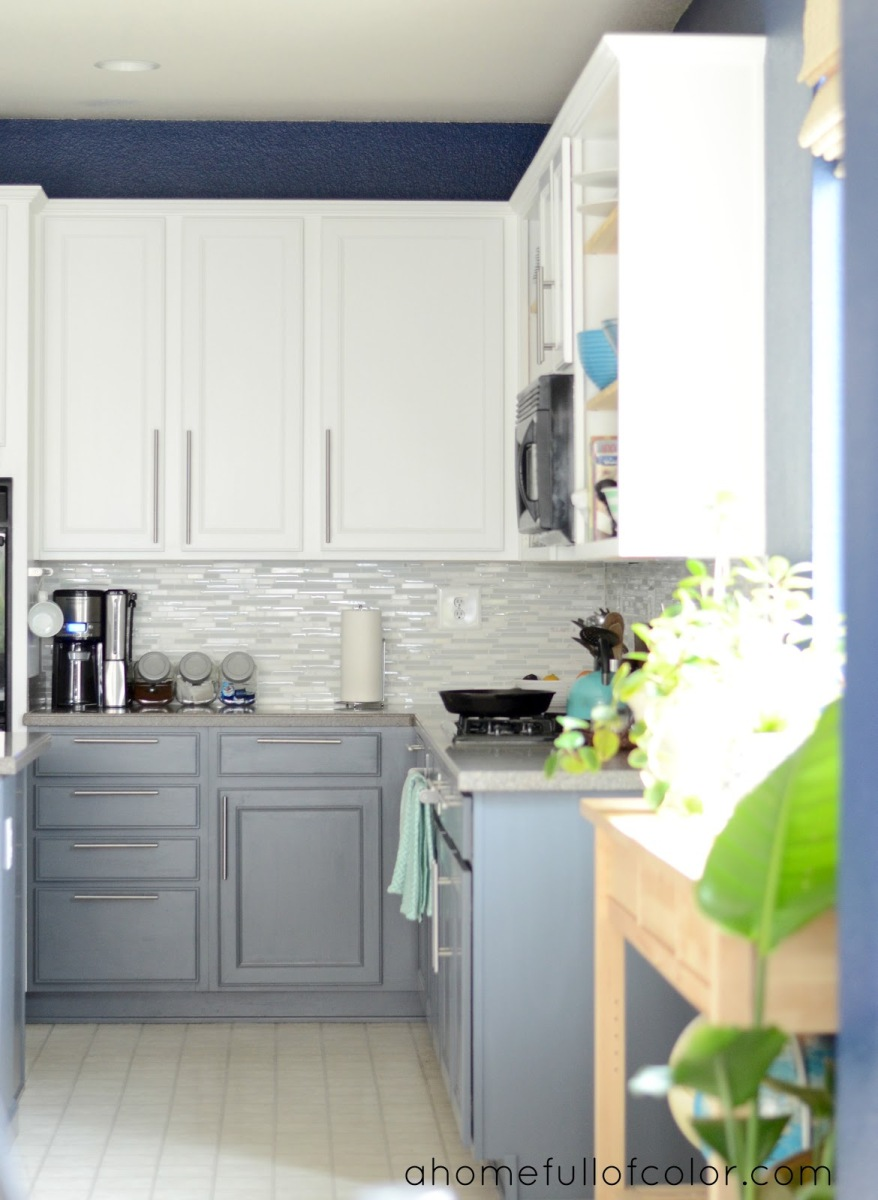 Benjamin moore color of the year 2016 kitchen studio of for Armoire de cuisine deux tons